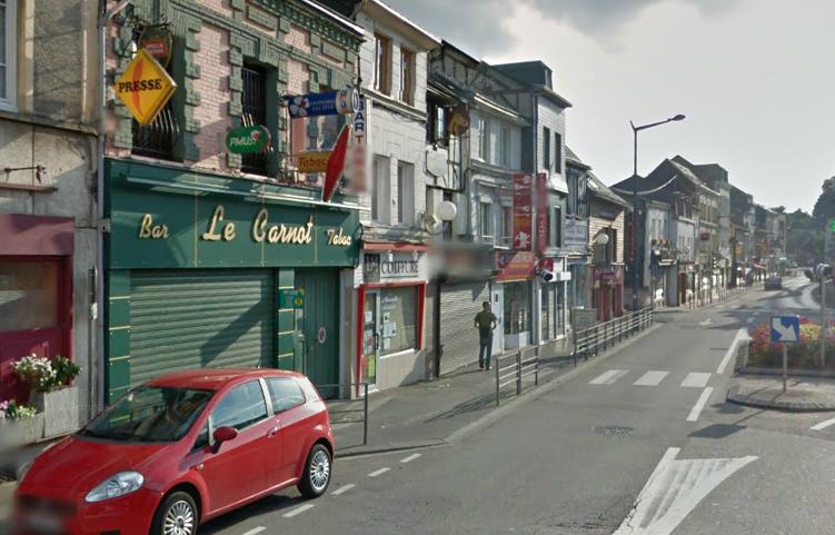 L'enquête va devoir établir si c'est l'établissement, son gérant ou un client qui était visé ? (Photo d'illustration de la rue Sadi Carnot, à Darnétal)
