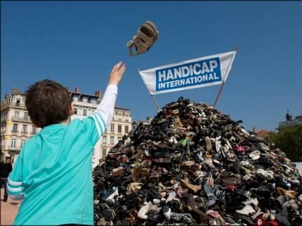Pyramide des chaussures à Rouen : Handicap International ne désarme pas