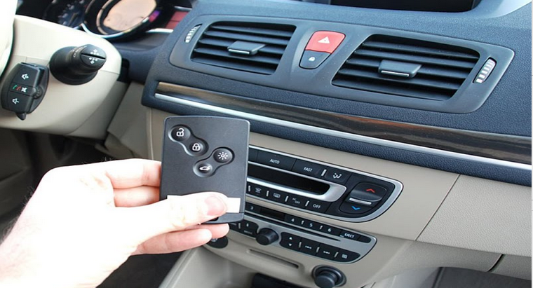 Les véhicules sont désormais équipés de cartes magnétiques qui offrent diverses fonctions : ouverture et fermeture des portes, démarrage...