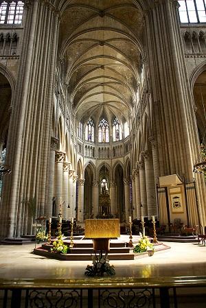 Il se prend pour Dieu : expulsé de la cathédrale de Rouen