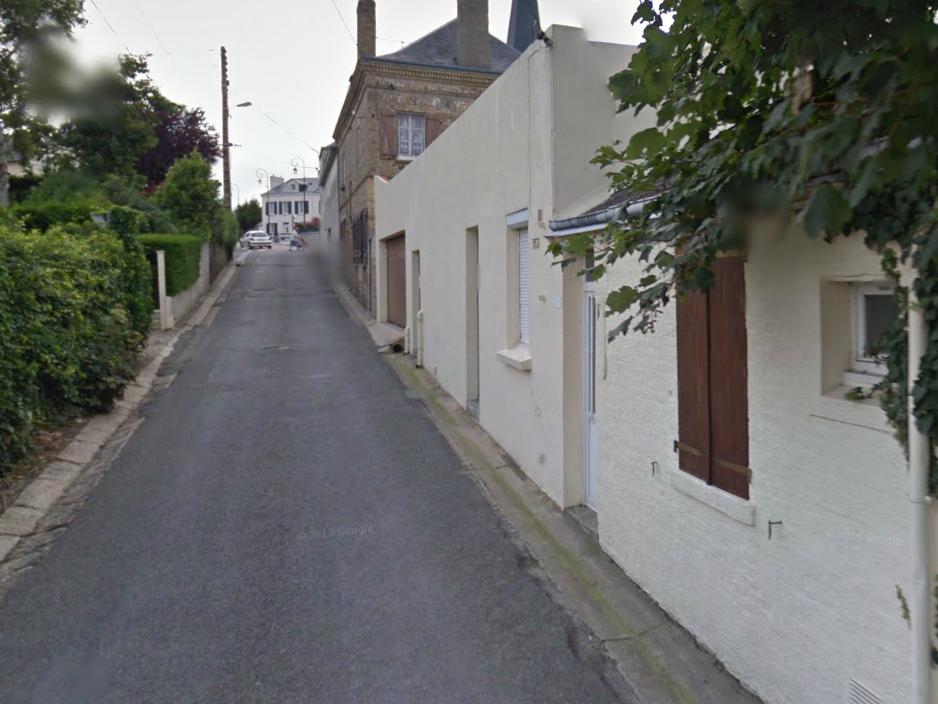 Des témoins ont vu plusieurs inconnus sortir de la maison avant le début de l'incendie (Photo d'illustration de la rue de Verdun)