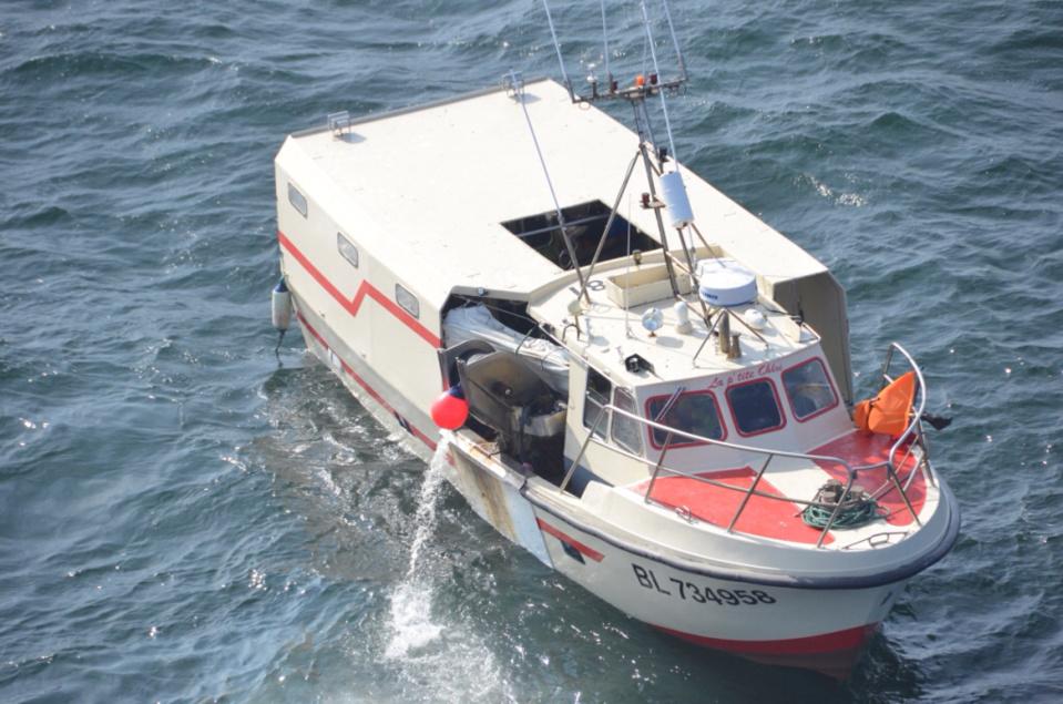Quatre marins pêcheurs étaient à bord du navire (Photo @Marine nationale)