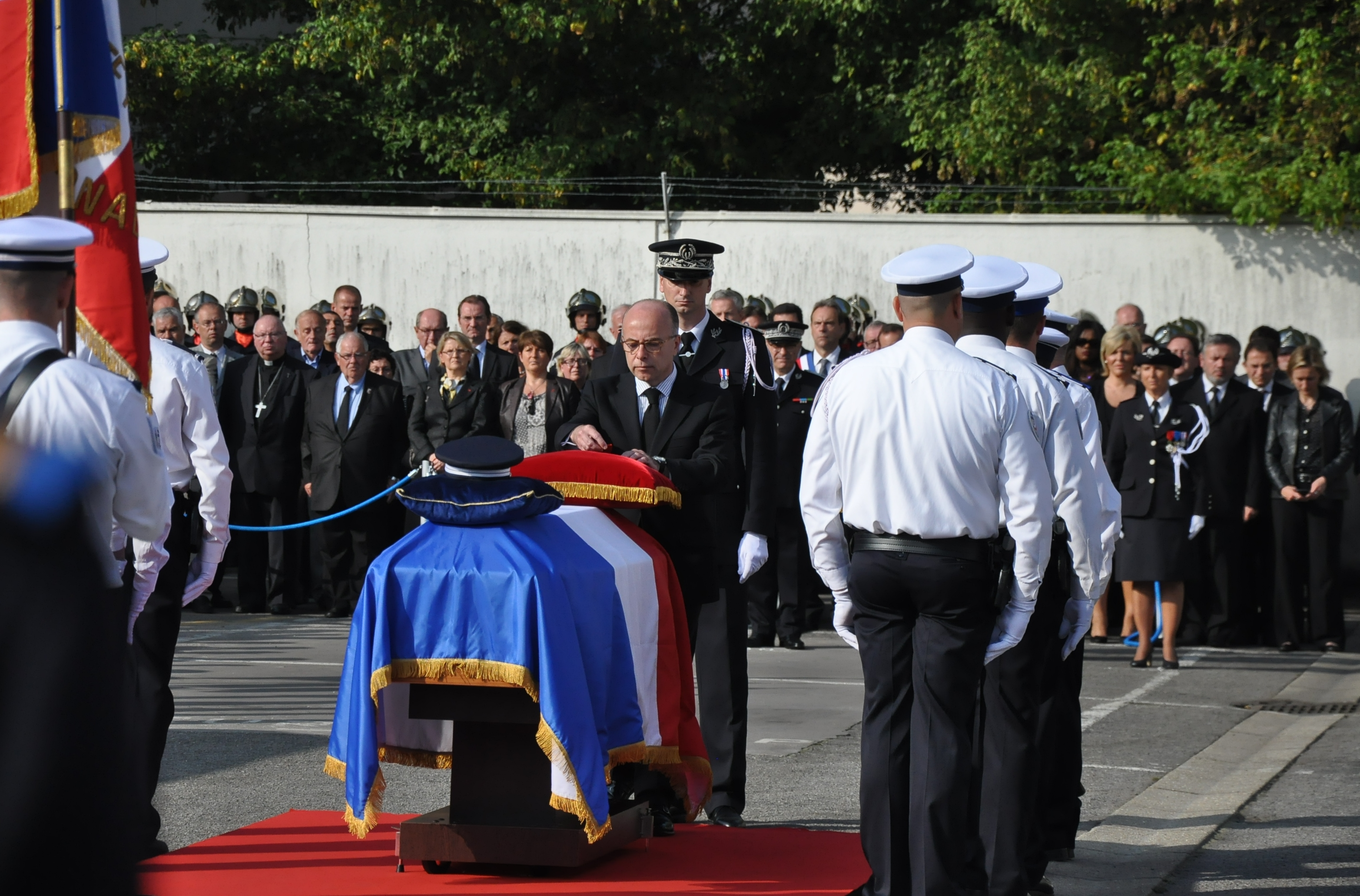 Bernard Cazeneuve a cité Sandrine Mortas dans l'ordre de la Nation (Photo @infoNormandie)