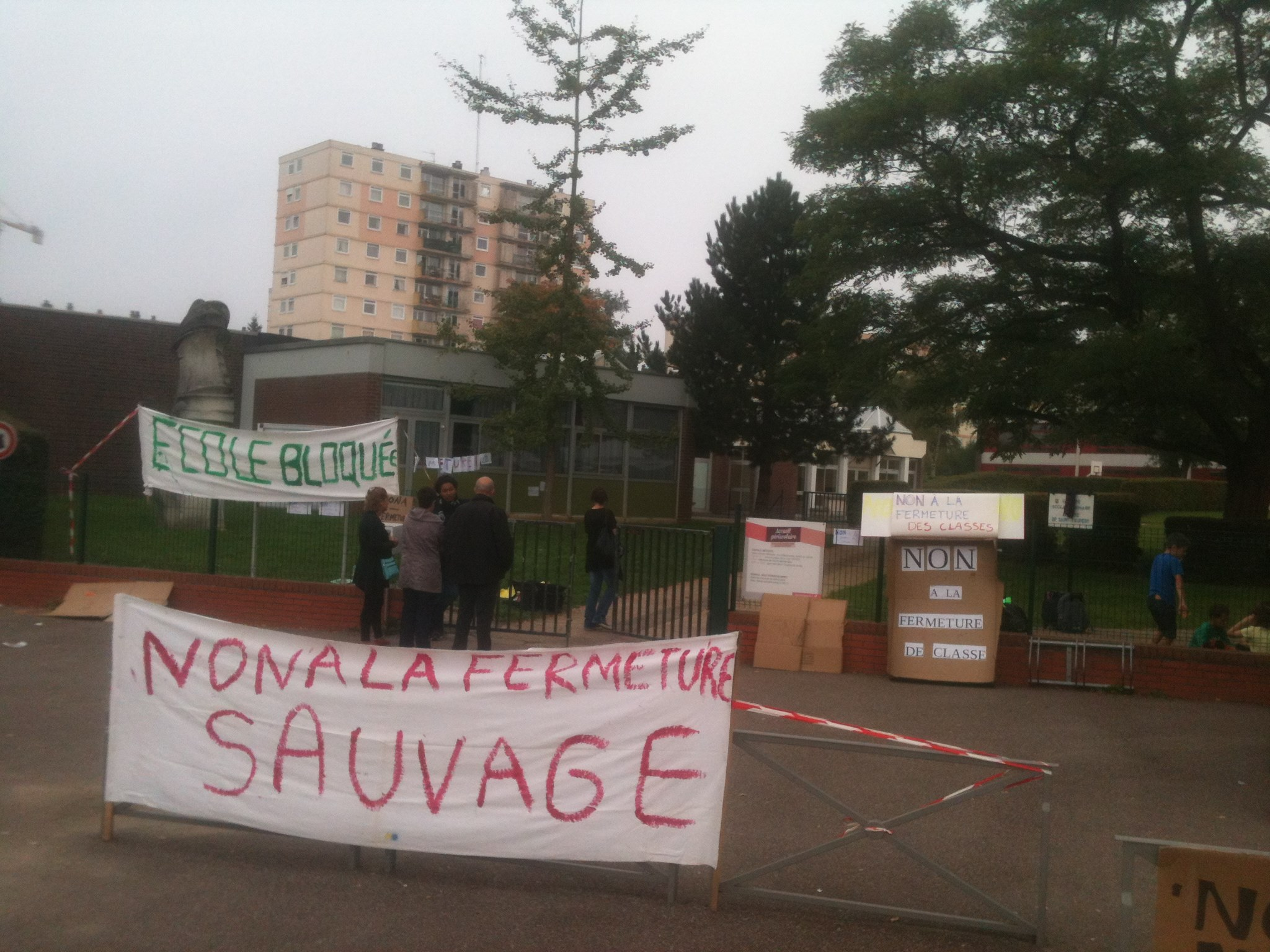 L'école Saint-Exupéry restera fermée ce lundi matin. Les parents sont déterminés à obtenir la éouverture de la classe supprimée (Photo Facebook)