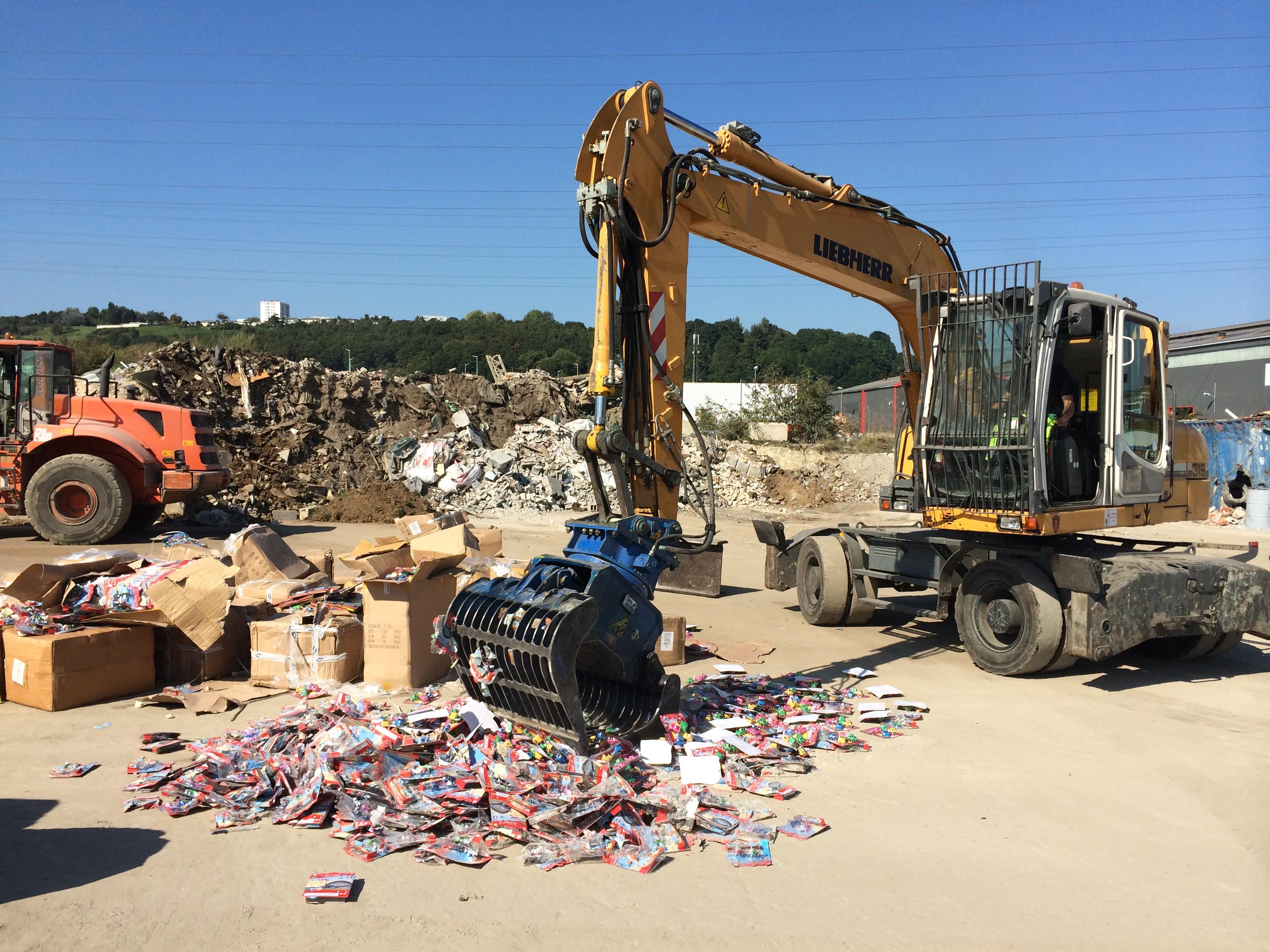Les articles contrefaits ont été détruits aujourd'hui lundi dans un centre spécialisé sous le contrôle des douaniers du Havre (Photo DR)