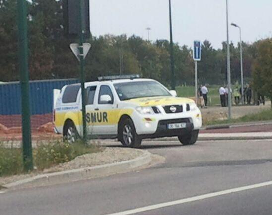 Deux équipes médicales du SMUR desYvelines sont intervenues sur les lieux du drame (Photo C.L. @infoNormandie)