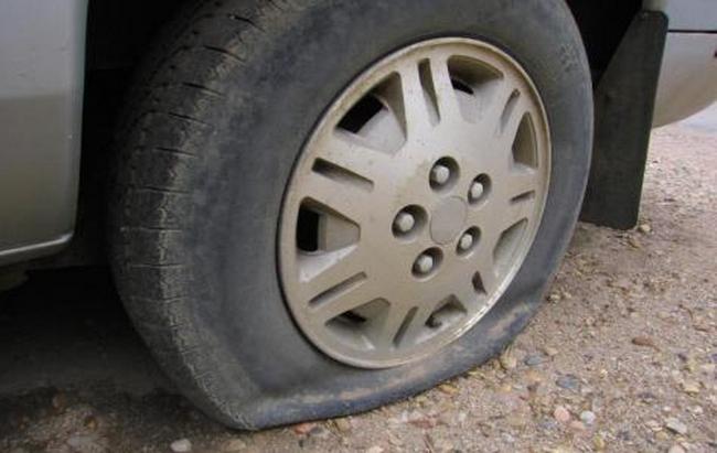 Une trentaine de pneus crevés la même nuit à Londinières : appel à témoins de la gendarmerie