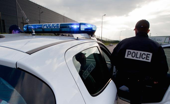 Les policiers ont fait preuve de beaucoup de sang-froid devant l'homme qui les menaçait avec un fusil à double canon scié (Photo d'illustration)