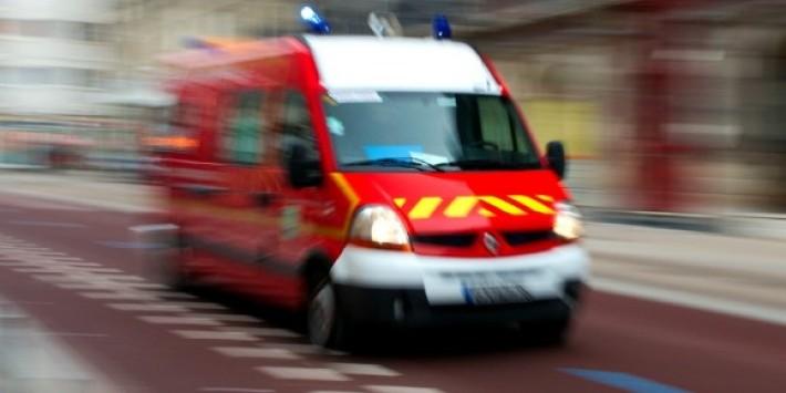 Les sapeurs-pompiers ont procédé à des massages cardiaques, mais ne sont pas parvenus à maintenir en vie le pilote de la moto qui est décédé sur les lieux de l'accident (Photo d'illustration DR)