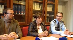 Ce mercredi après-midi, lors d'un point presse : Dominique Laurens, procureure de la République d'Evreux, entourée du colonel Emmannuel Valot, commandant le groupement de gendarmerie de l'Eure et d'Aurélien Martini, substitut du procureur (@infoNormandie)