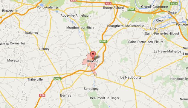 Incendie à Brionne : 350 tonnes de paille détruites, les pompiers toujours sur place