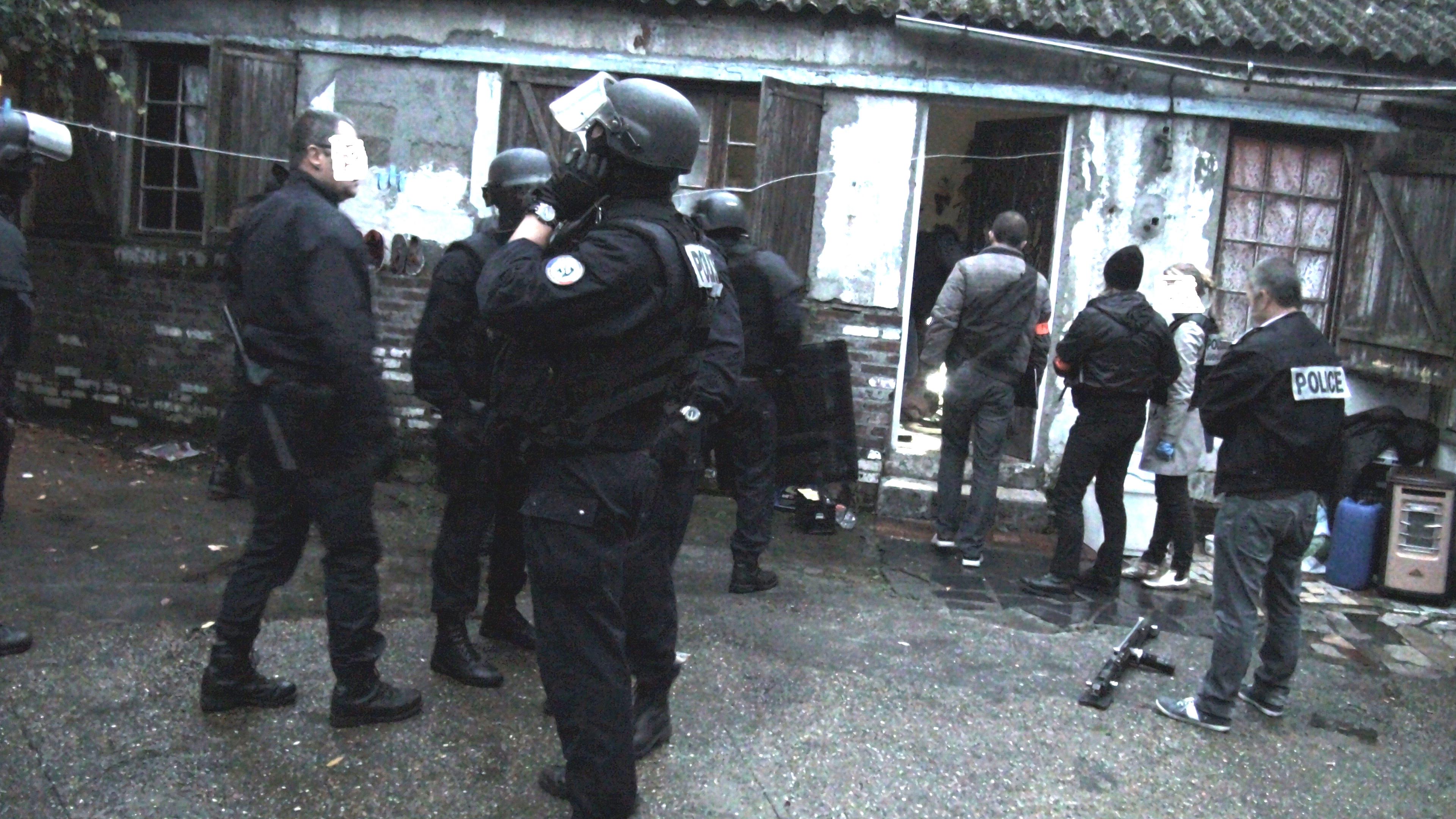 Les policiers sont intervenus au petit matin ce lundi dans un squat où logeait un proxénète rue de la République à Petit-Quevilly (Photo DR)