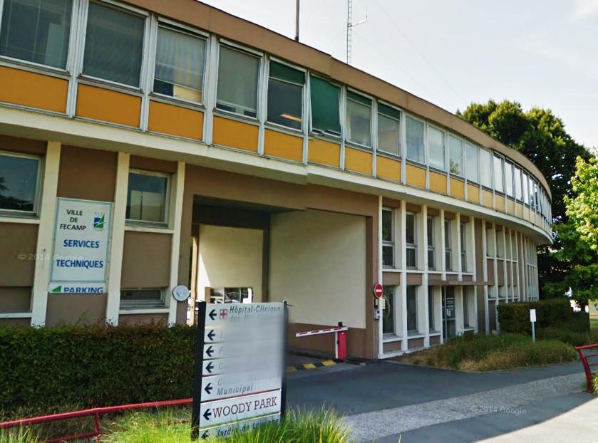 Les ateliers de menuiserie des services techniques, route de Ganzeville, sont situés à l'arrière face à d'un petit immeuble (@Google Maps)