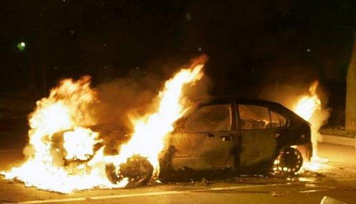 Les incendies de voiture ne sont pas tous le fait des violences urbaines ou de vengeance. Pour les enquêteurs il est plus difficile d'établir lorsqu'il s'agit d'une escroquerie à l'assurance (Photo d'illustration)