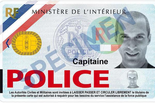 La nouvelle carte de police est désormais au format d'une carte de crédit. Elle comporte la photo du fonctionnaire, elle est munie d'une puce et protégée par un plastique sécurisé  (Photo d'illustration)