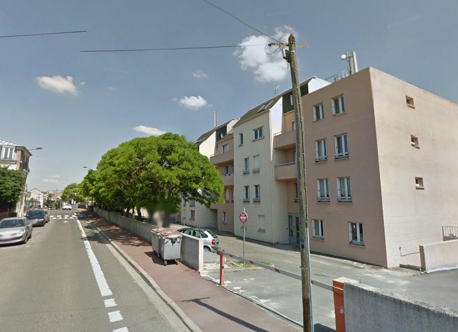 L'agression s'est produite dans un appartement du rez-de-chaussée de cet immeuble de la rue des Côtes, un quartier tranquille de Maisons-Laffitte (illustration @Google Maps)