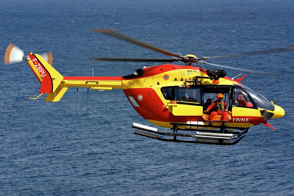 Dragon 76, l'hélicoptère de la sécurité civile, a participé aux recherches au large du littoral de Seine-Maritime (Photo DR)