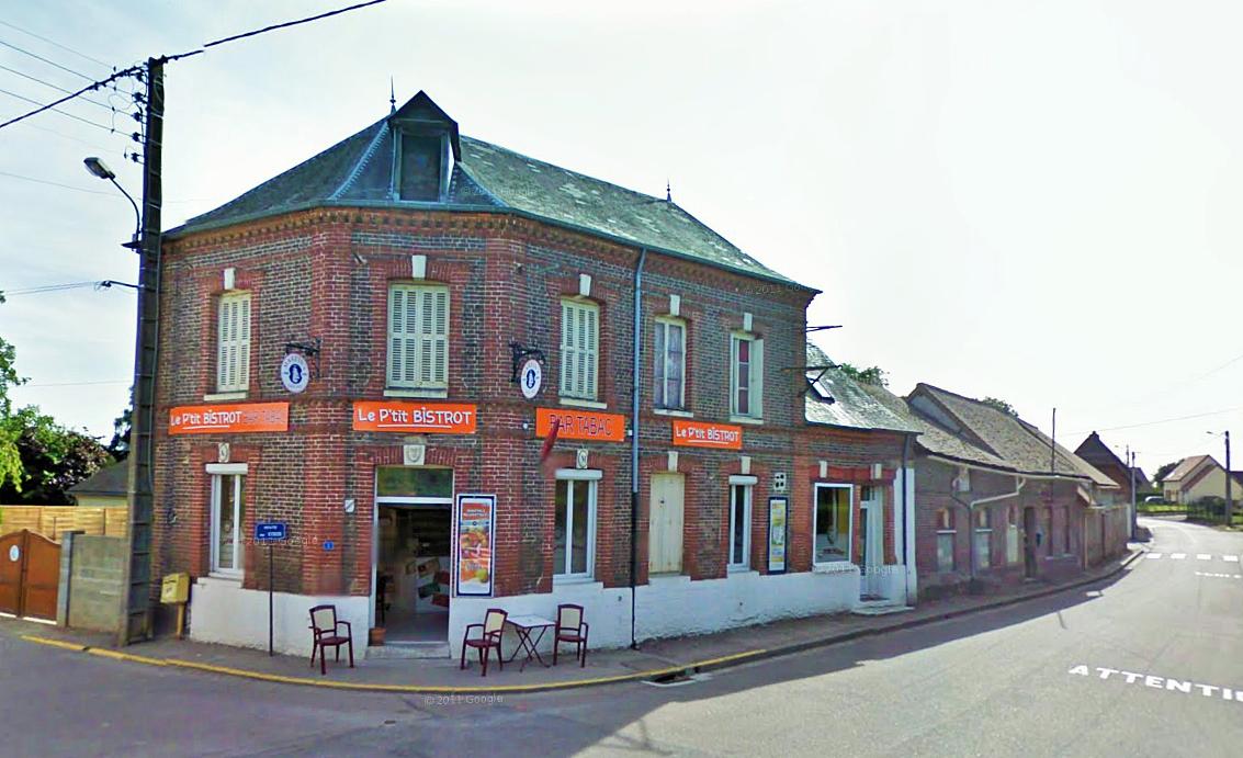 Le bar est situé en plein coeur du village, au carrefour de la rue de Venon, de la route du Neubourg et de la route d'Elbeuf. C'est d'ailleurs le seul commerce de Surtauville, un bourg d'un peu plus de 450 habitants entre Louviers (à 9 km) et Le Neubourg