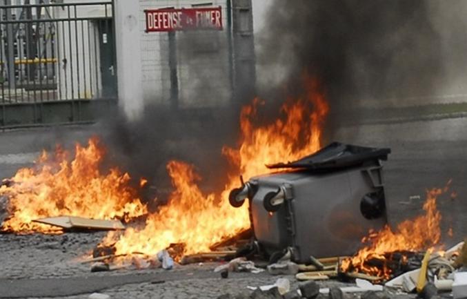 Six containers ont été détruits en quelques minutes près de la facutlté de droit (Photo d'illustration DR)