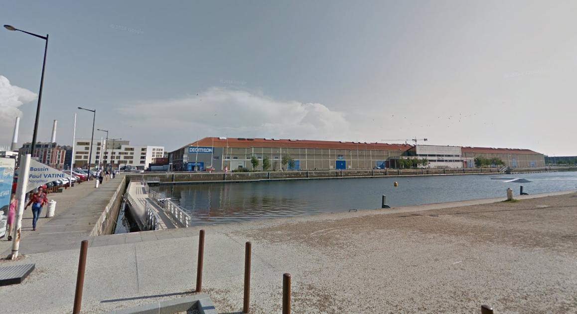 Les vêtements et les papiers de l'homme qui s'est jeté dans l'eau ont été retrouvés sur le bord du bassin quai de la Martinique (@Illustration)