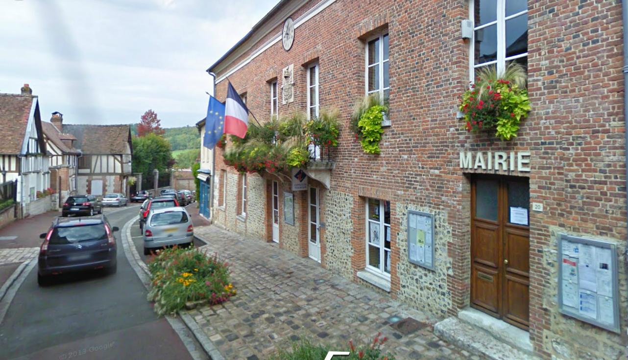 La mairie de Lyons-la-Forêt, chef lieu de canton de 750 habitants