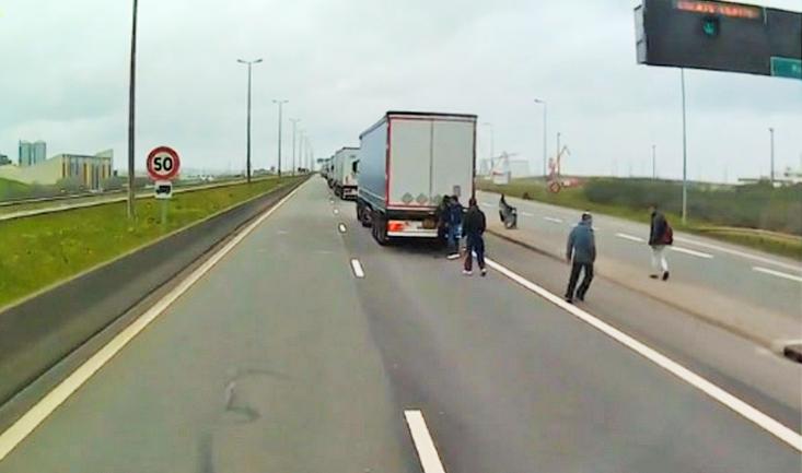 Régulièrement, les forces de l'ordre interceptent des clandestins à bord de camions à destination de l'Angleterre (Photo DR)
