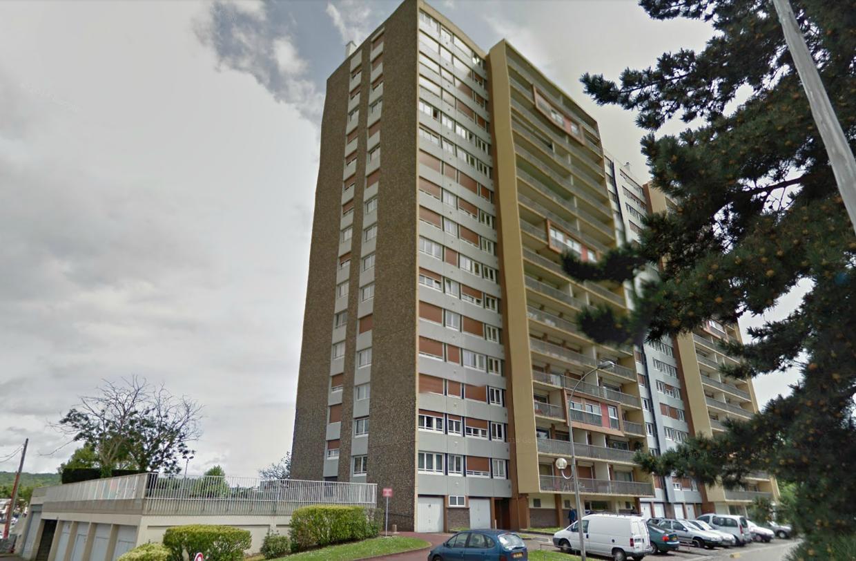 L'homme s'est jeté dans le vide depuis le 7ème étage de cette tour de 16 étages située place de l'hôtel de ville (Illustration @Google Maps)