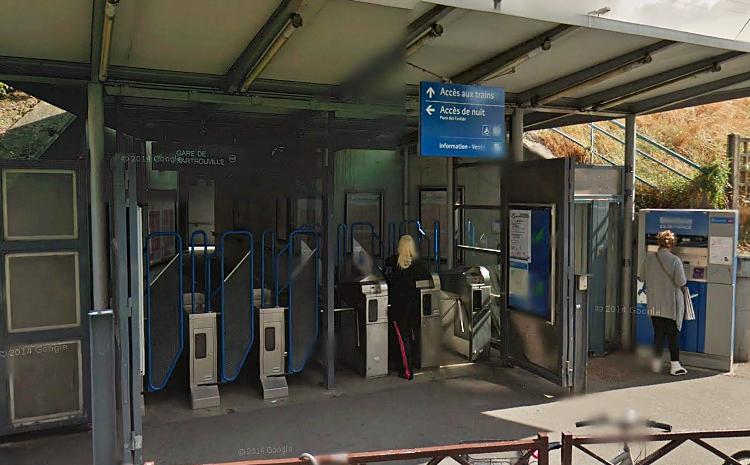 L'adolescent, soupçonné du vol de deux téléphones portables dans le RER A, a été interpellé sur le quai de la gare de Sartrouville (Photo d'illustration)