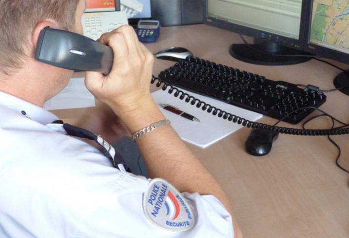 Le policier du centre d'information et de commandement (CIC) qui gère les appels de police-secours est resté en contact pendant près de 2 heures avec la supposée victime d'une séquestration