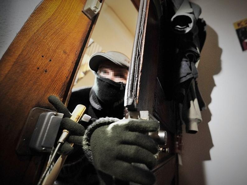 Les cambrioleurs profitent le plus souvent de l'absence des occupants pour s'introduire dans l'habitation (Photo d'illustration)