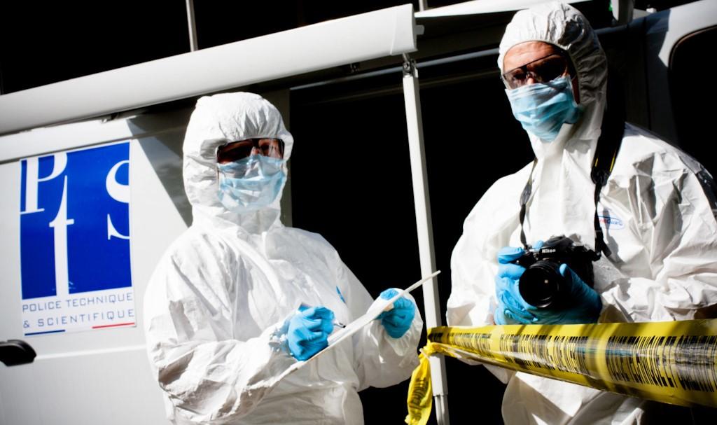 Les techniciens de la police scientifique sont sur les lieux de l'attentat depuis ce midi. Leur travail dans la recherche de traces ADN et d'indices est capital dans cette enquête pour confondre les auteurs (Photo d'illustration @DGPN)