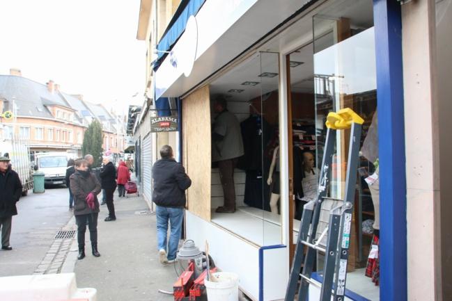 Les commerces voisins ont été plus ou moins sérieusement endommagés sous l'effet de l'explosion (Photo Céline Jégu)