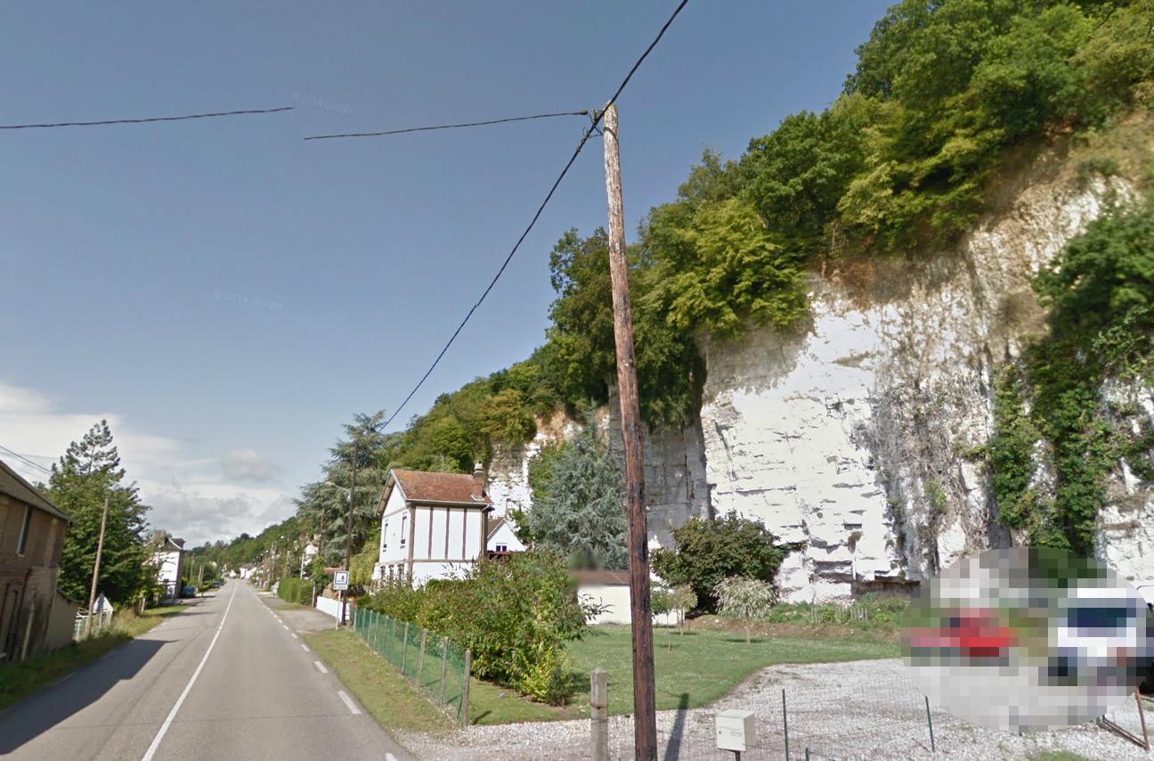 Le retraité possédait un cabanon au sommet de cette falaise qui borde la route de Rouen à Duclair. Il y passait des heures à observer et à chasser les oiseaux, selon une source proche de l'enquête (Photo d'illustration)