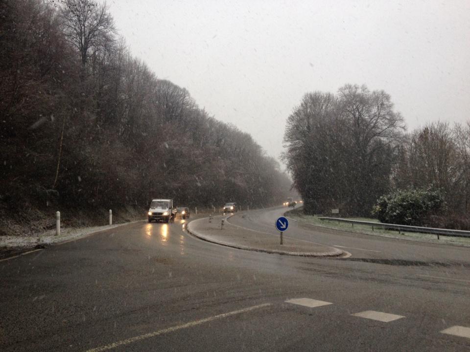 Des risques de verglas son attendus dans la nuit et ce samedi matin sur les routes de Normandie et en Ile de France  (Photo @infoNormandie)