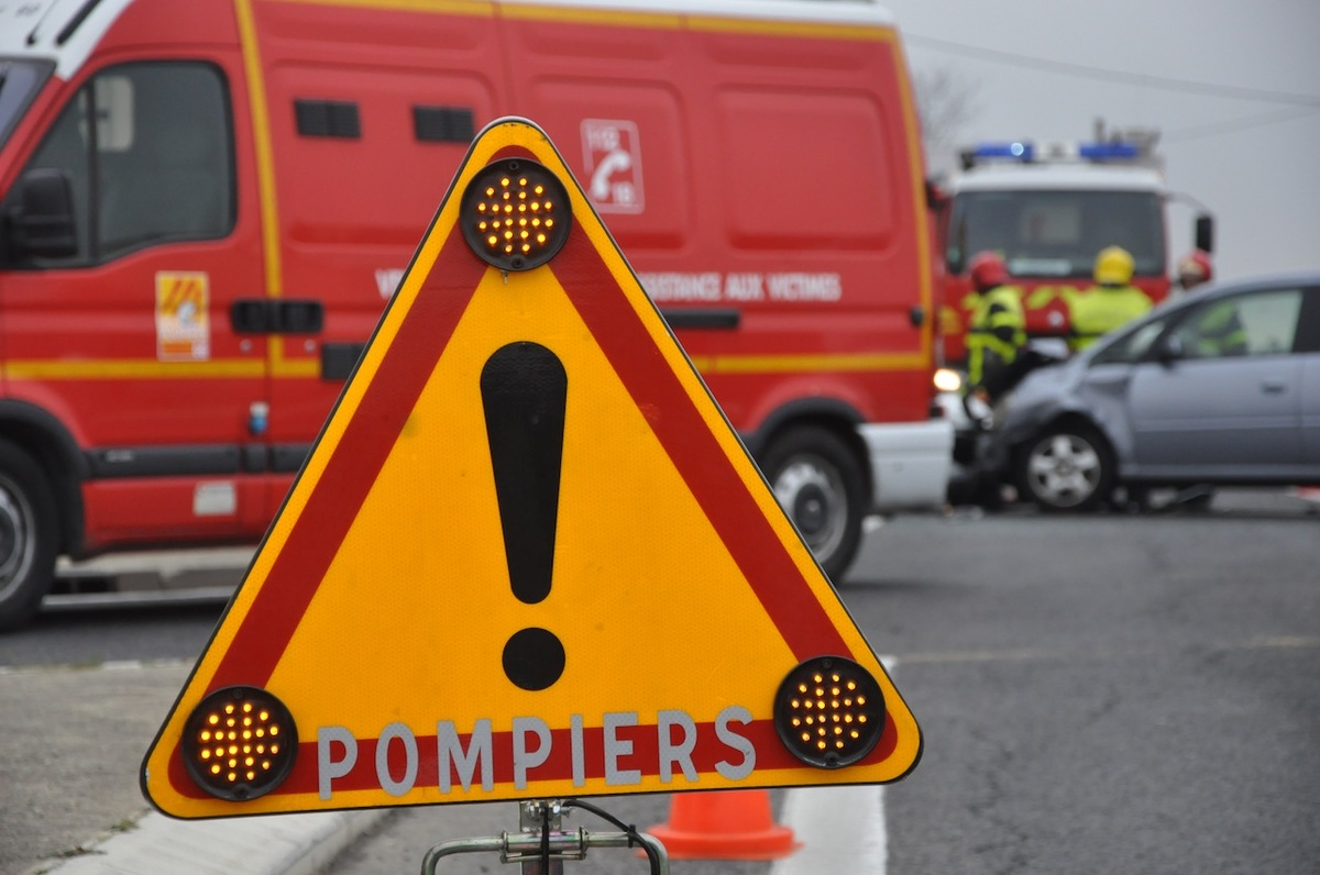 L'un des automobilistes en arrêt cardiaque et incarcéré dans sa voiture, a été réanimé par les sapeurs-pompiers (Photo d'illustration)
