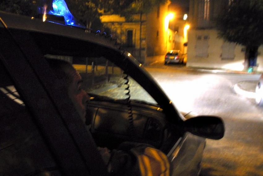 Dans la course poursuite avec la police, le fourgon a percuté des voitures en stationnement et un véhicule banalisé de la brigade anti-criminalité des Mureaux (Photo d'illustration)