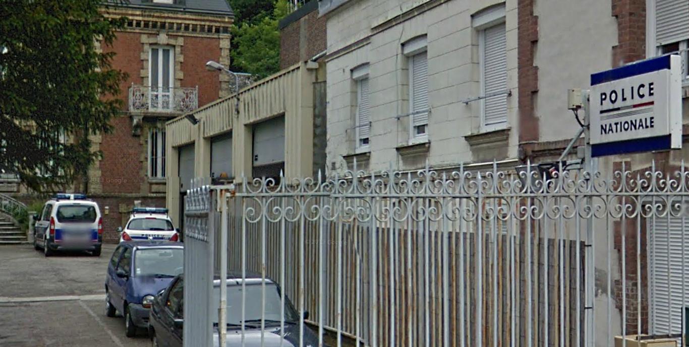 La victime a pu échapper à ses agresseurs et se réfugier au commissariat de police proche de chez lui, rue Thiers (Photo d'illustration @Google Maps)