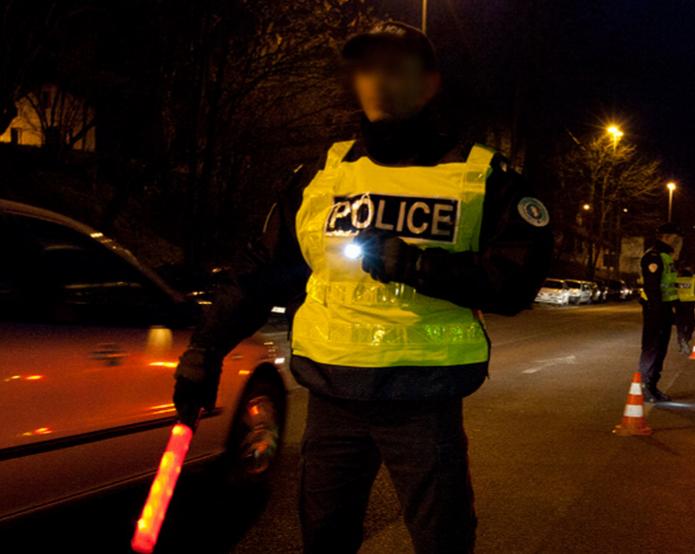 L'attention des policiers a été atirée par le véhicule qui faisait des embardées sur la route (Photo d'illustration)