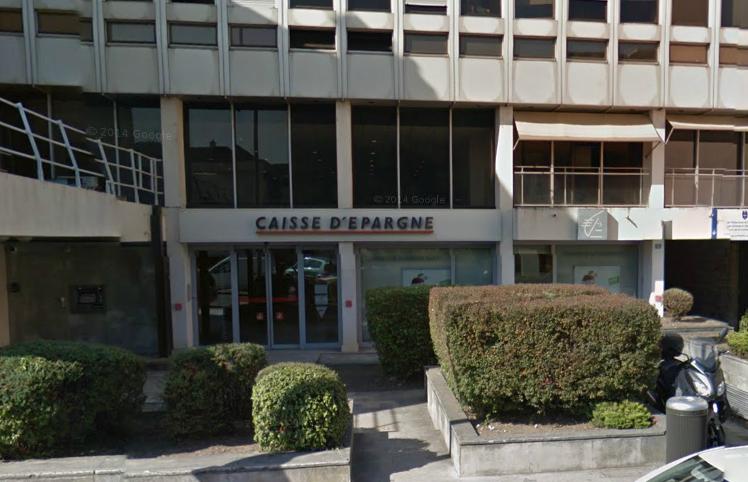 Poissy : le client mécontent fait usage d'un pistolet électrique sur deux employés de la Caisse d'Epargne