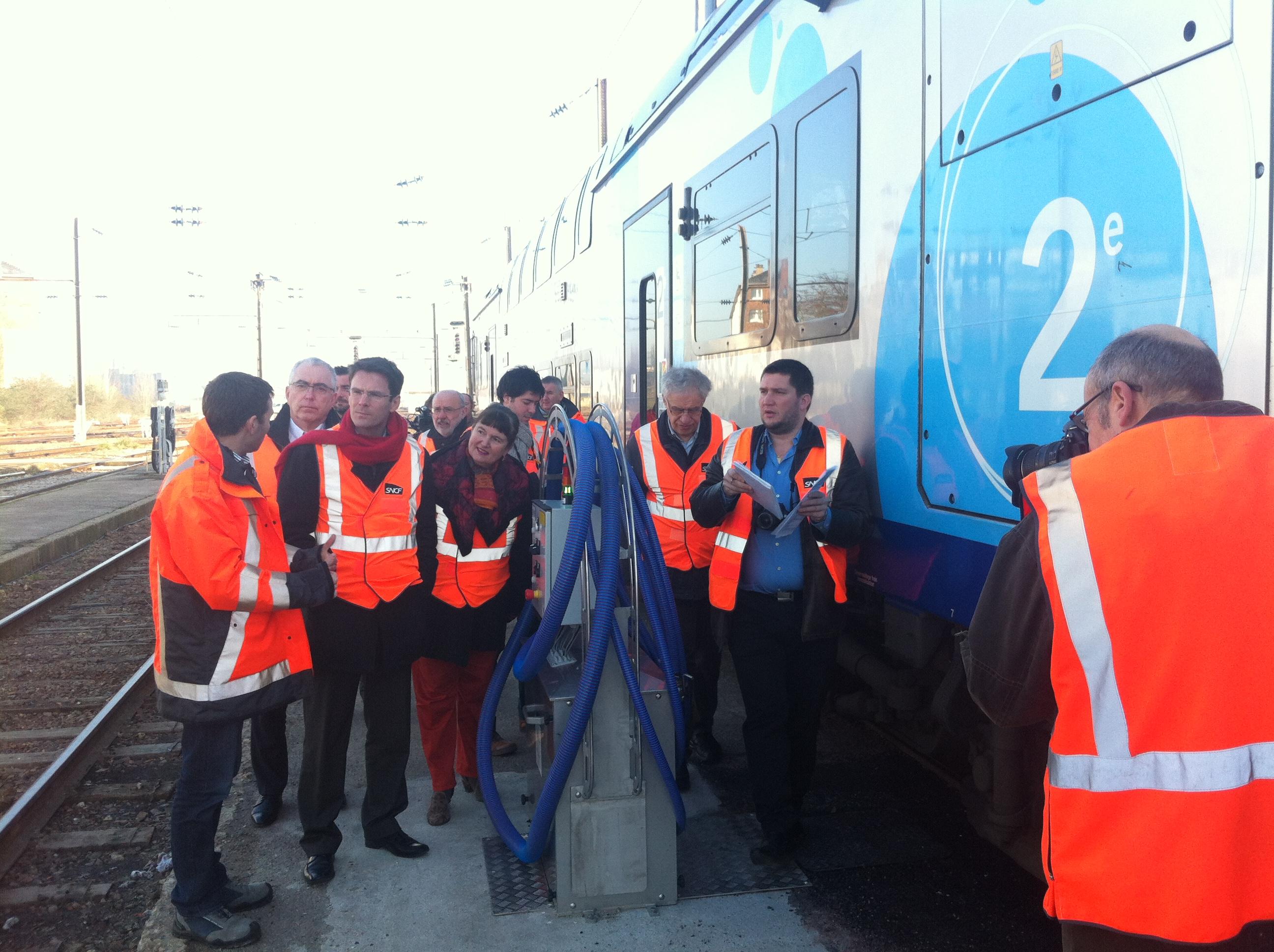 Le président de la Région Haute-Normandie a visité ce matin l'état d'avancement des travaux réalisés sur le site du Technicentre de la SNCF à Sotteville-lès-Rouen (Photo : DR)