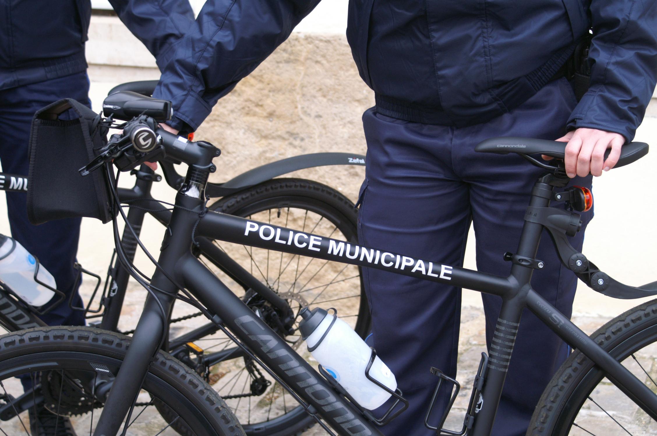 La 406 a foncé délibérément sur le policier municipal à VTT qui s'était mis en travers de la route pour l'intercepter (Photo d'illustration)