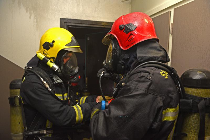 Photo d'illustration de pompiers des Yvelines intervenant sur un feu d'appartement @SDIS78