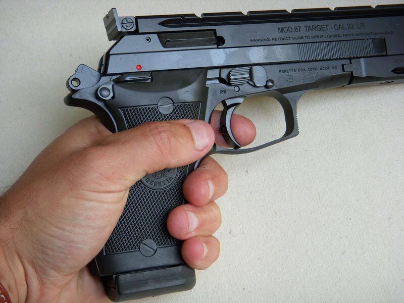 Il existe plusieurs modèles de pistolet 22 long rifle. Sur cette Photo d'illustration il s'agit d'un Beretta