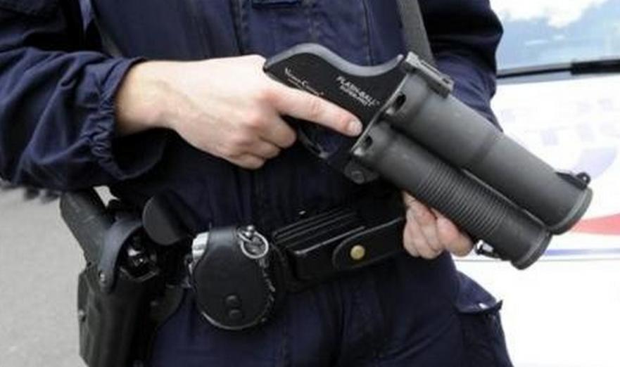@Illustration - Le flash-ball est une arme non létale qui tire des balles en caoutchouc