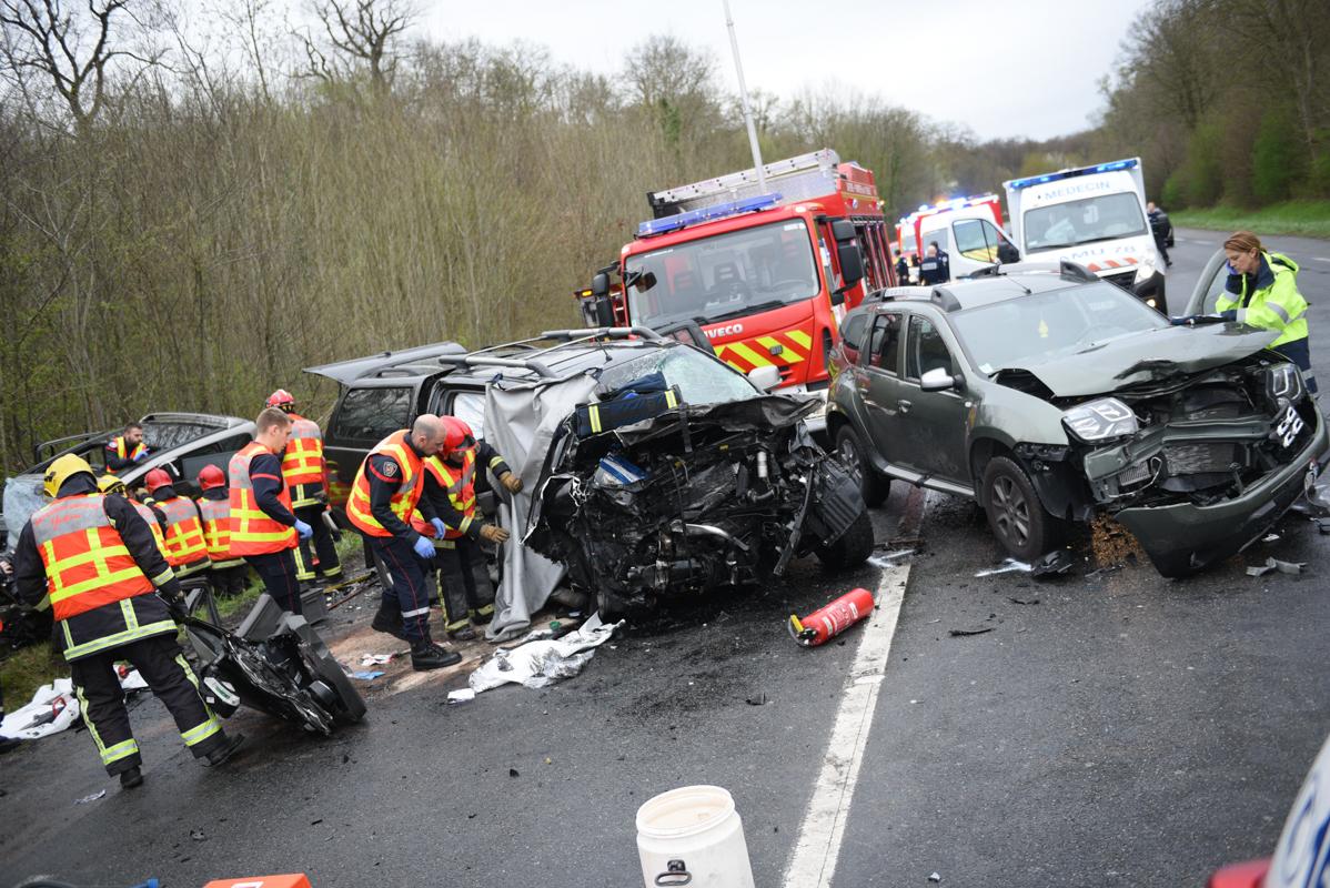 L'état des véhicules témoigne de l'extrême violence du choc (Photos de G.Kouamé/SDIS78)