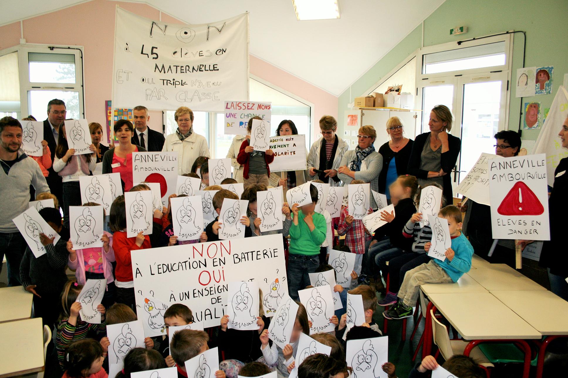 A Anneville-Ambourville, les parents d'élèves occupent la classe menacée de fermeture
