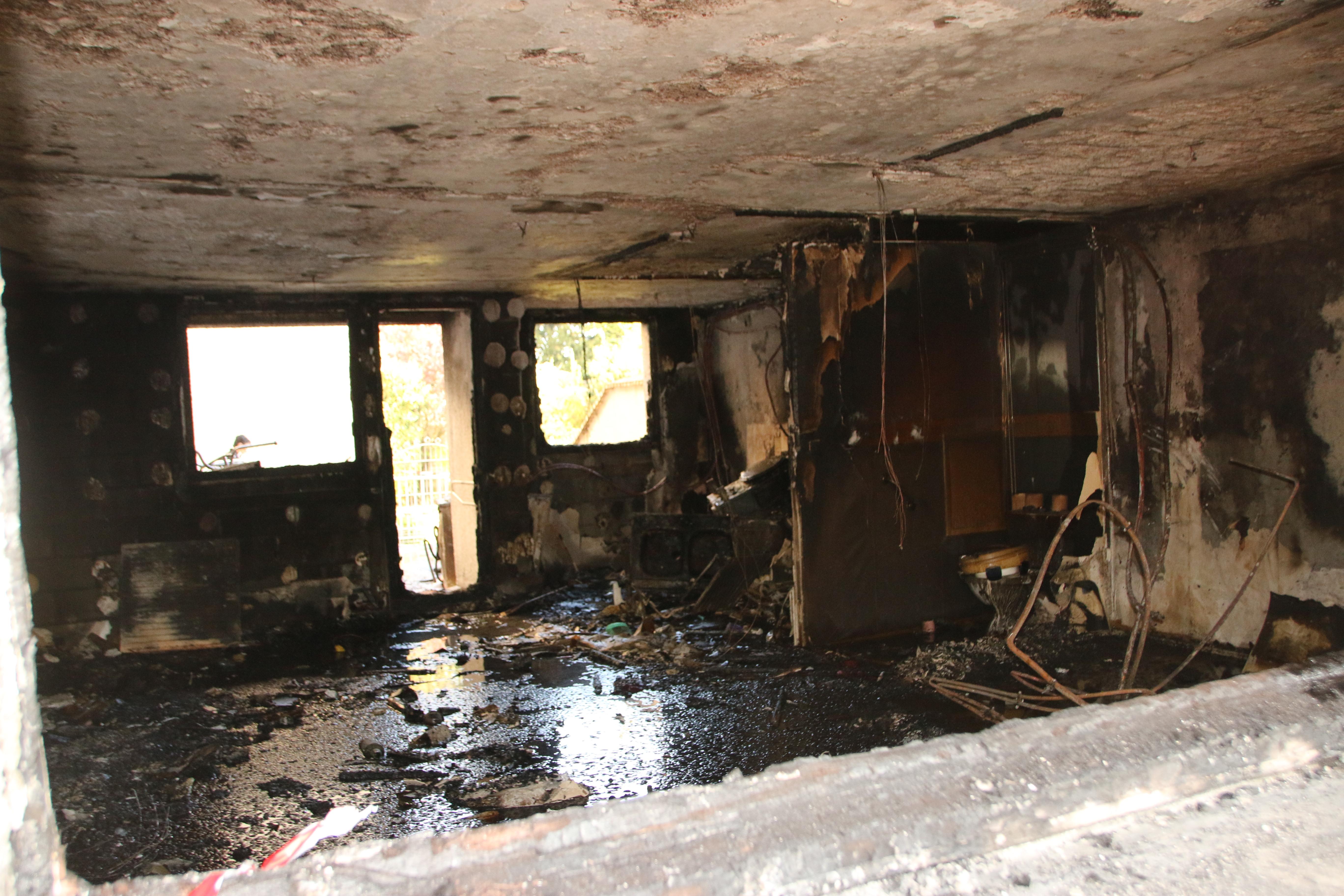 L'appartement sinistré, situé au rez-de-chaussée d'un immeuble de 4 étages, est totalement détruit (Photos Céline Jégu-Buchard)
