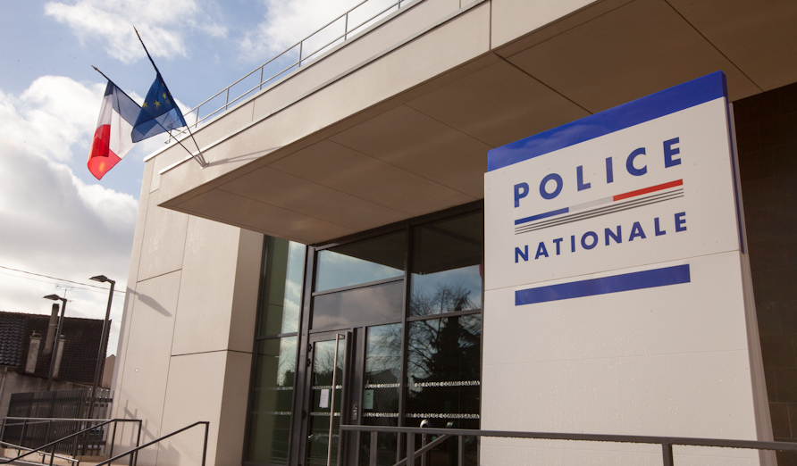 Trappes : une policière mordue jusqu'au sang par une adolescente