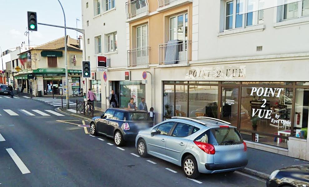 Les cambrioleurs ont forcé une porte de la boutique pour s'introduire à l'intérieur (Illustration)