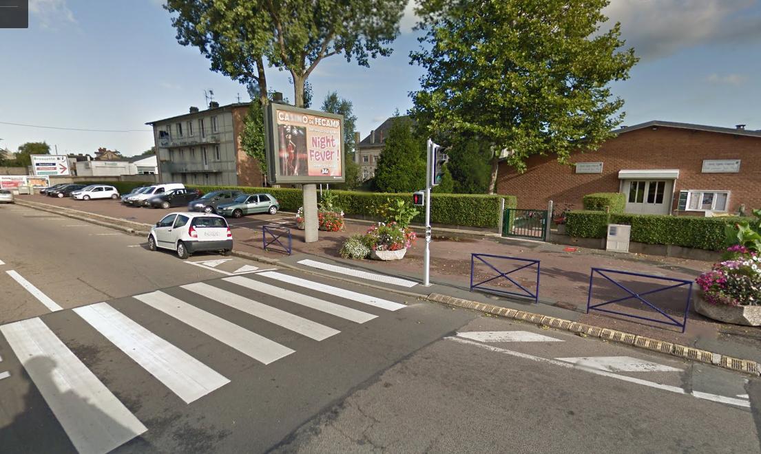 Le drame s'est produit sur ce passage protégé juste devant l'école Jean Macé d'où le petit garçon sortait